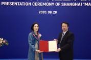 상하이 홍원숙 교수, 한국인 최초로 '백옥란영예장' 수상